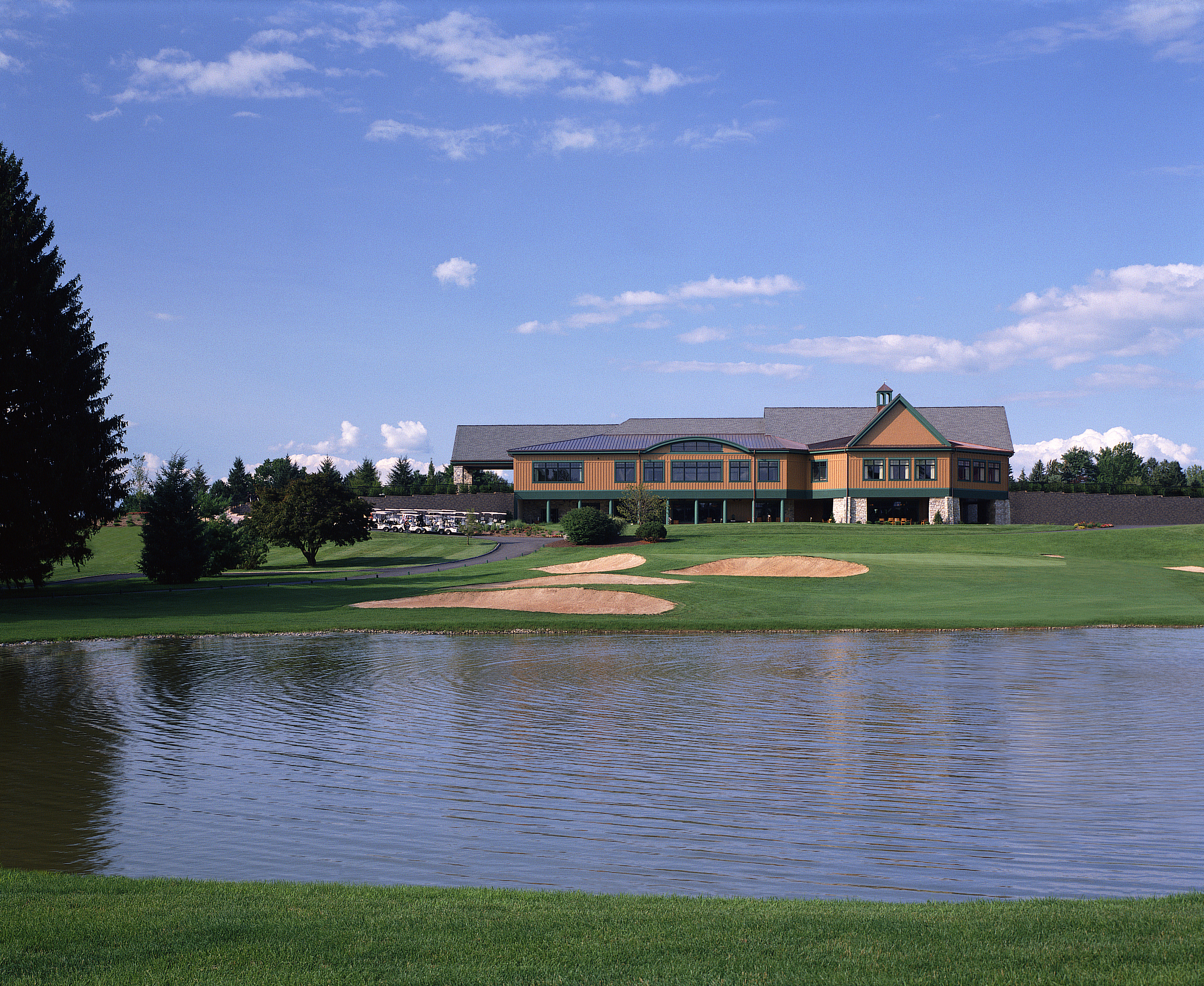 The Clubhouse at the Hershey Country Club is a great place to relax, unwind and have a great dinner after a round of golf! #SweetestMoms