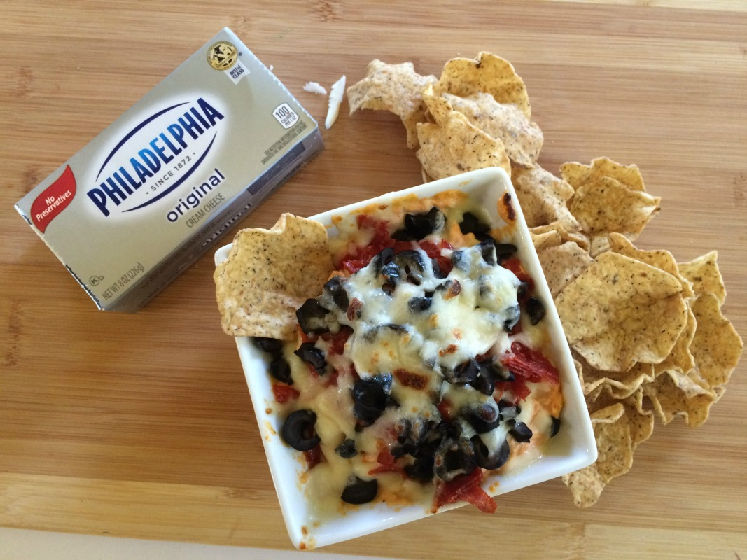 Easy Pizza Dip with Philadelphia Cream Cheese #ad #NaturallyCheesy