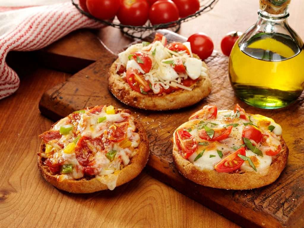 Bay's English Muffin Pizzas are a yummy easy lunch or quick dinner that you and the kids can make in minutes! #ad