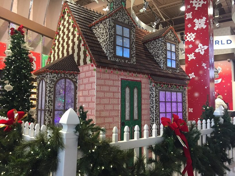 See the sweetest building in CHOCOLATETOWN, USA. The 9th annual HERSHEY'S Holiday Chocolate House decorated entirely with Hershey's chocolate and confections. The HERSHEY'S Holiday Chocolate House supports Children's Miracle Network.